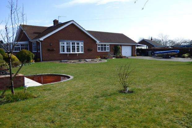 3 Bedrooms Bungalow for sale in Marsh Lane, North Somercotes, Louth, LN11