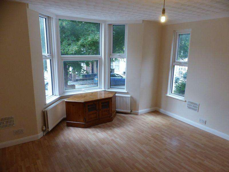 2 Bedrooms Maisonette Flat for sale in Priory Avenue, High Wycombe