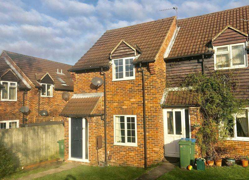 2 Bedrooms End Of Terrace House for sale in Badgers Meadow, Wendover
