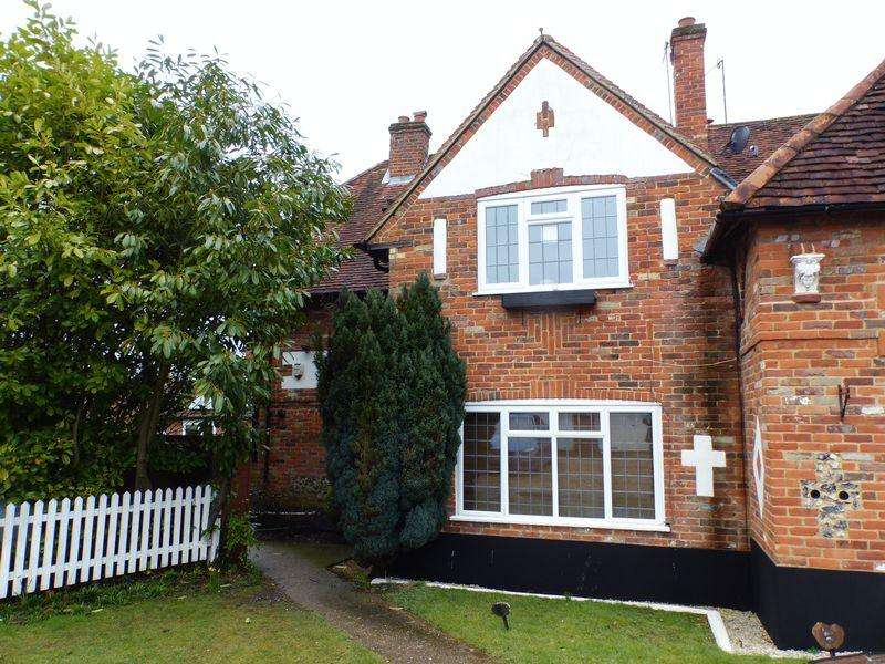 2 Bedrooms Ground Maisonette Flat for sale in Barn Court, High Wycombe