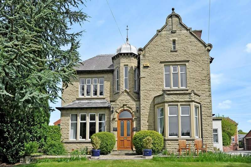 4 Bedrooms Detached House for sale in Darton Lane, Darton