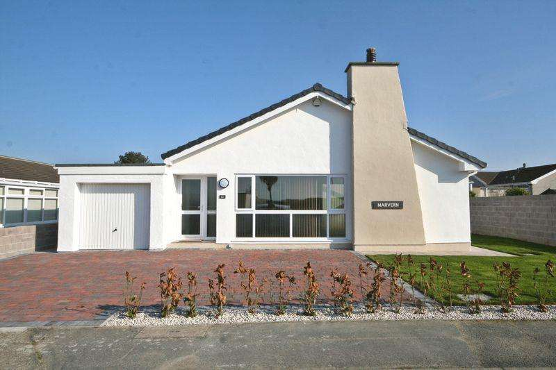 4 Bedrooms Detached Bungalow for sale in Valley, Anglesey