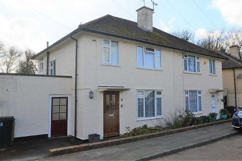 3 Bedrooms Semi Detached House for sale in Manor Way, Ashford, Kent
