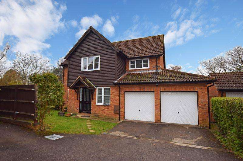 5 Bedrooms Detached House for sale in Castle Rise, Ridgewood