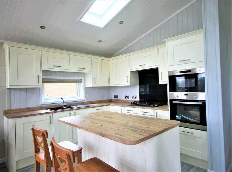 2 Bedrooms Detached House for sale in Billing Aquadrome, Great Billing NN3