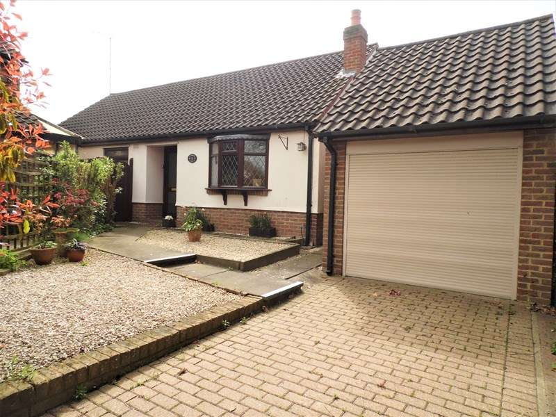 2 Bedrooms Detached Bungalow for sale in Newsum Gardens, Rayleigh