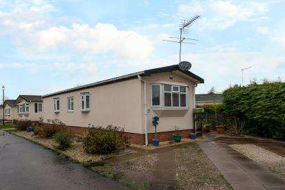 2 Bedrooms Mobile Home for sale in Lodgefield Park, Baswich, Stafford, Staffordshire