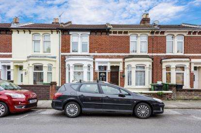 3 Bedrooms Terraced House for sale in Portsmouth, North End, Portsmouth