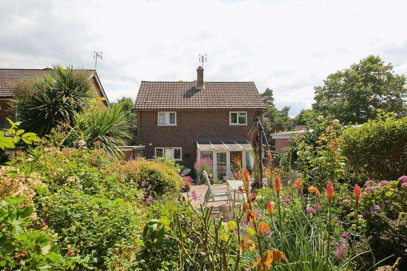 3 Bedrooms Detached House for sale in Speldhurst Road, Southborough