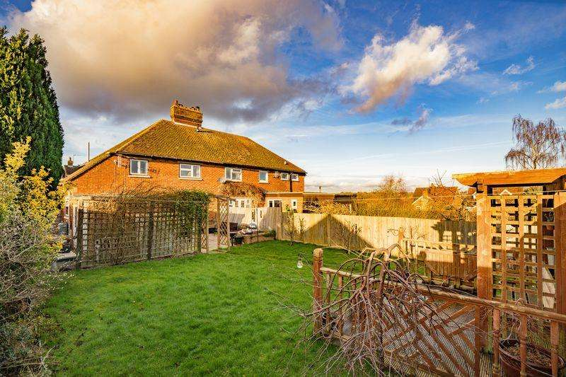 3 Bedrooms Semi Detached House for sale in Northfields, Speldhurst