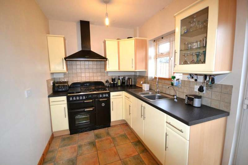 3 Bedrooms Semi Detached House for rent in Whitehouse Cottages, Bourne Road, West Bergholt, Colchester, CO6