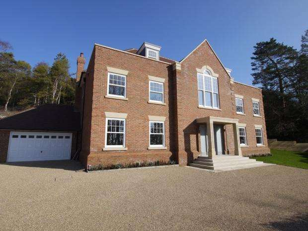 5 Bedrooms Detached House for sale in Pilgrims Way, Kemsing, Sevenoaks