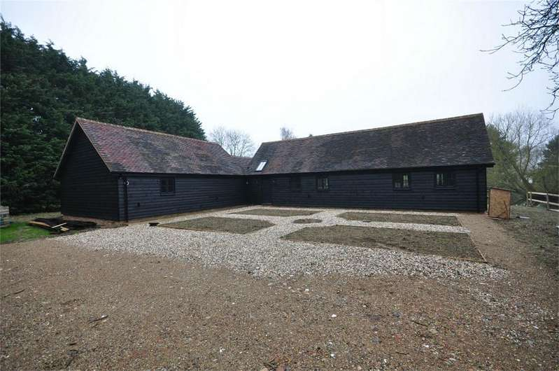 3 Bedrooms Barn Conversion Character Property for sale in Walnut Tree Barn, Carters Green, Matching Tye