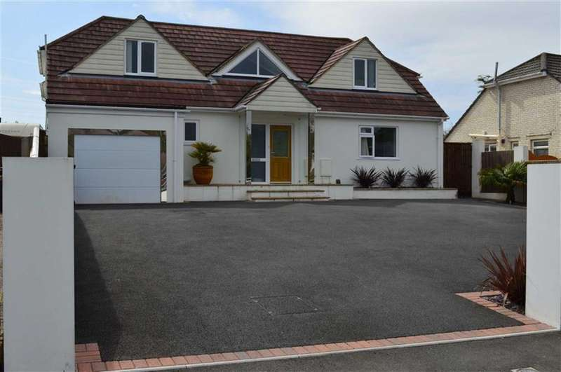 4 Bedrooms Chalet House for sale in Upton Way, Broadstone, Dorset