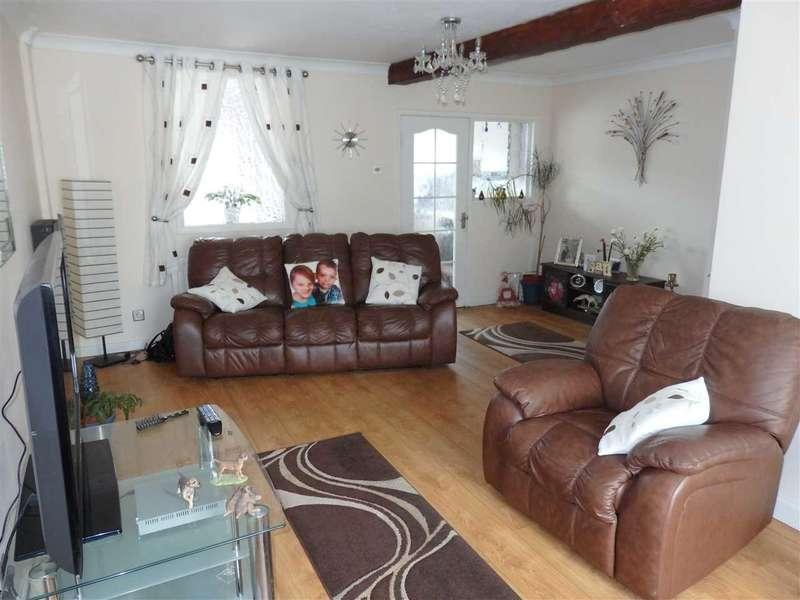 3 Bedrooms Terraced House for sale in Furnace Terrace, PONTYBEREM, Llanelli