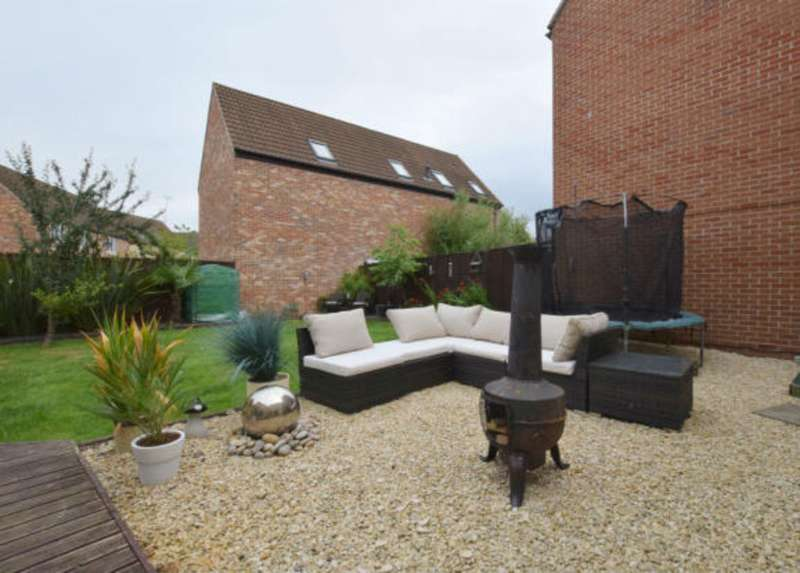 4 Bedrooms Detached House for sale in Oakhurst, Swindon SN25