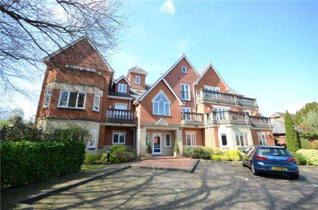 3 Bedrooms Apartment Flat for sale in Dellwood Park, Caversham Heights, Reading