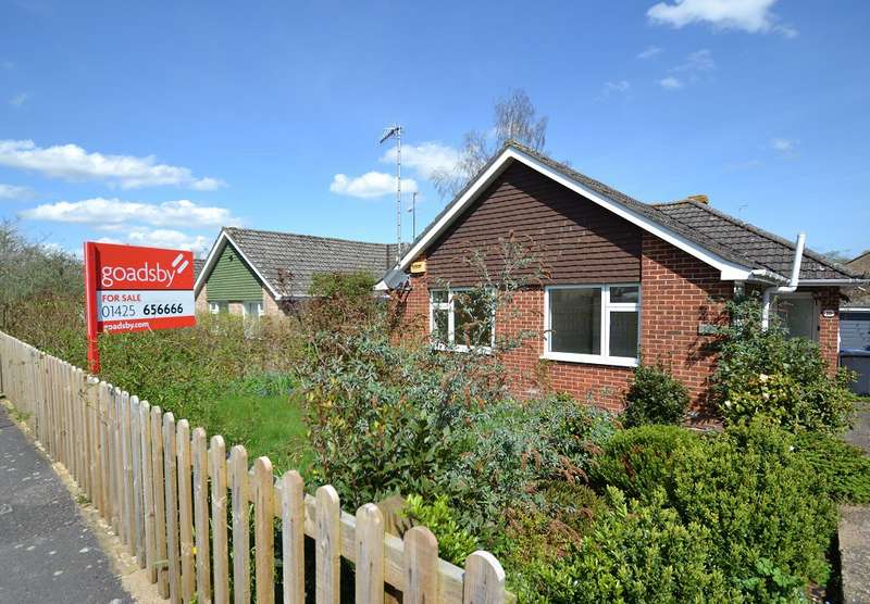 3 Bedrooms Bungalow for sale in Downton