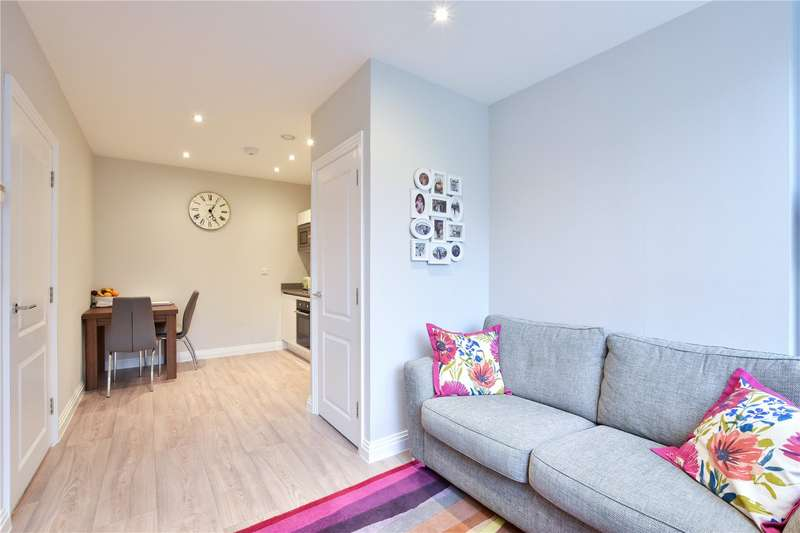 1 Bedroom Flat for sale in Swan House, Homestead Road, Rickmansworth, Hertfordshire, WD3