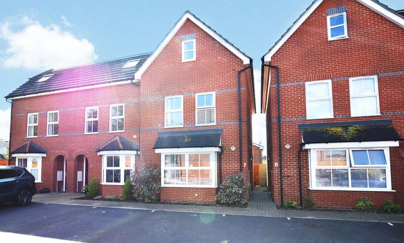 4 Bedrooms End Of Terrace House for sale in Dashwood Close, Camberley, Surrey, GU15