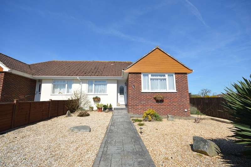 2 Bedrooms Bungalow for sale in Greenway Close, Lymington