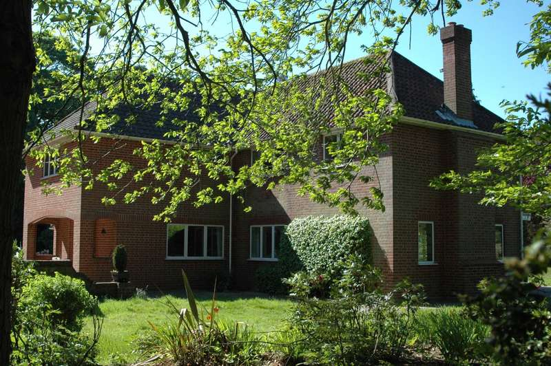 5 Bedrooms Detached House for sale in Wroxham Road, Rackheath
