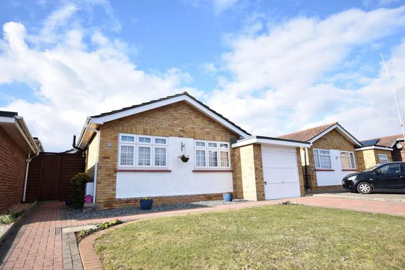 3 Bedrooms Detached Bungalow for sale in Carisbrooke Avenue, CLACTON-ON-SEA