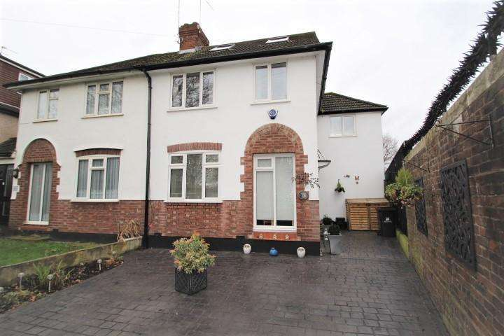 5 Bedrooms Semi Detached House for sale in Cray Avenue, Poverest, Orpington, BR5 4AA