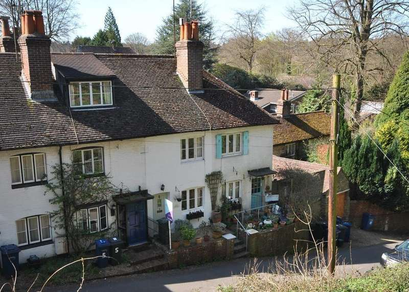2 Bedrooms House for sale in Sandrock, Haslemere, GU27