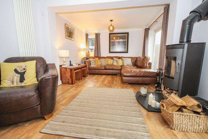 4 Bedrooms End Of Terrace House for sale in Yealm Grove, Torquay