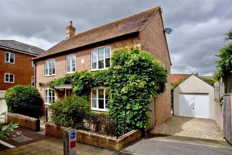 3 Bedrooms Detached House for sale in Hillyfields