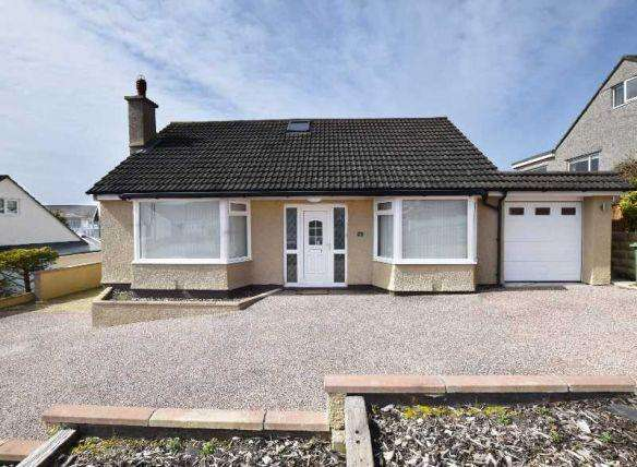 4 Bedrooms Bungalow for sale in Majestic Drive, Onchan, IM3 2JQ