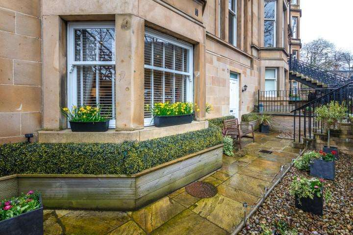 2 Bedrooms Apartment Flat for sale in 3 Bowmont Gardens, Dowanhill, G12 9LR
