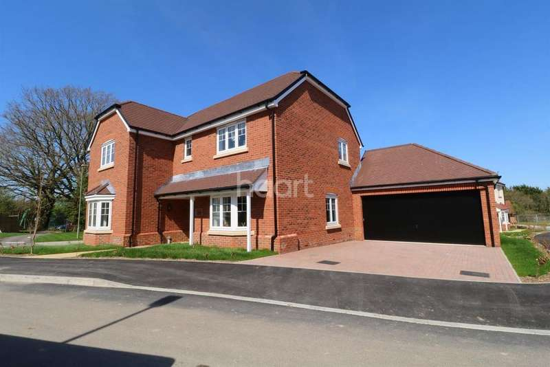 5 Bedrooms Detached House for sale in Montfort Place.