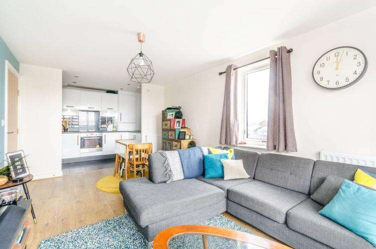 2 Bedrooms Flat for rent in Watson Place London SE25