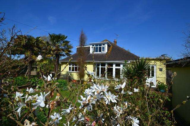 4 Bedrooms Chalet House for sale in Upper West Drive, Ferring, West Sussex, BN12 5RB