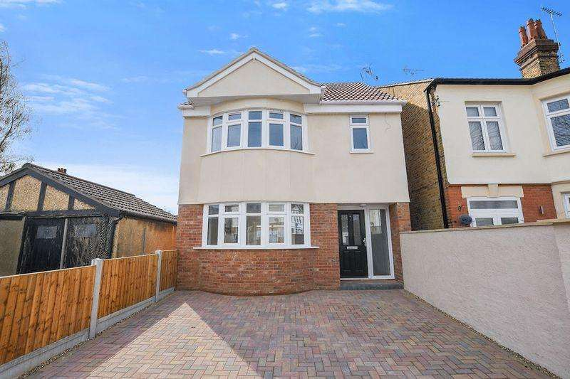 3 Bedrooms Detached House for sale in Boscombe Road, Southend-On-Sea