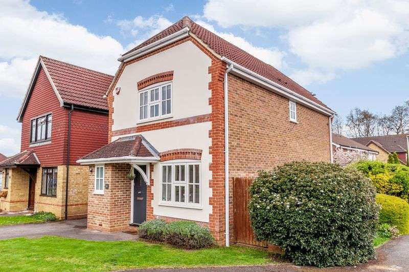 3 Bedrooms Property for sale in Goldsmith Close, Wokingham