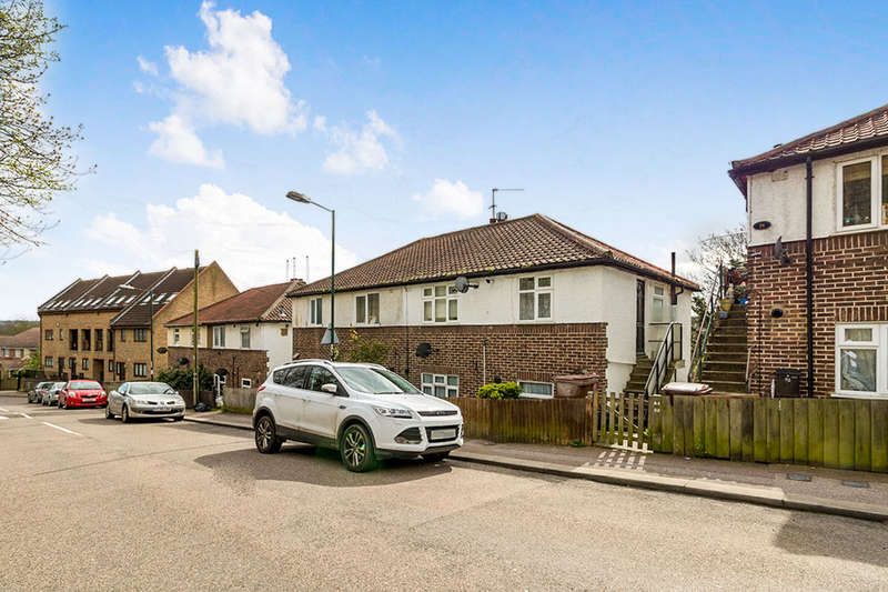 2 Bedrooms Flat for sale in Upper Luton Road, CHATHAM, ME5