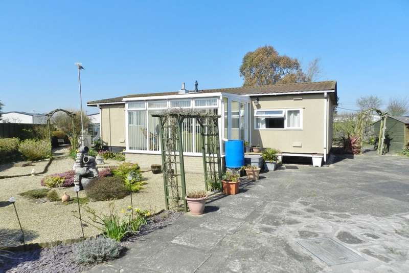 2 Bedrooms Bungalow for sale in Highgate Lane, Sutton-On-Sea, Mablethorpe, LN12