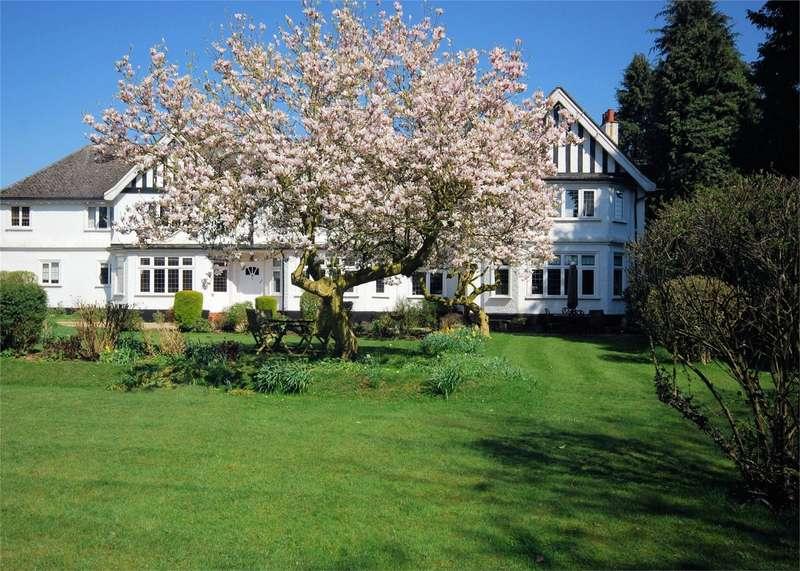 2 Bedrooms Flat for sale in Ballinger Grange, Ballinger, Great Missenden, Buckinghamshire