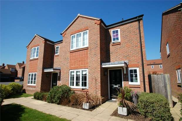 4 Bedrooms Semi Detached House for sale in Mortimer Crescent, Kings Park, St Albans, Hertfordshire