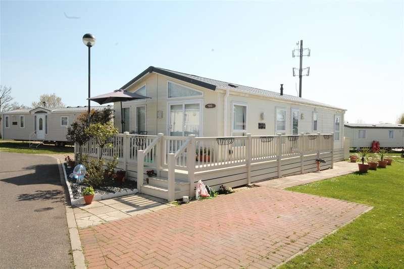 2 Bedrooms Bungalow for sale in Poplars, Highfield Grange, Clacton on Sea