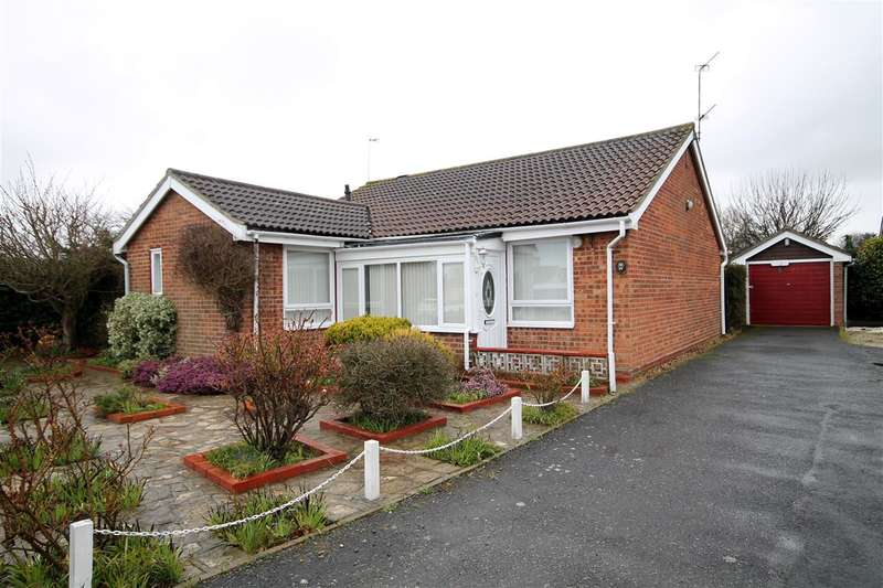 3 Bedrooms Bungalow for sale in Constable Avenue, Clacton on Sea