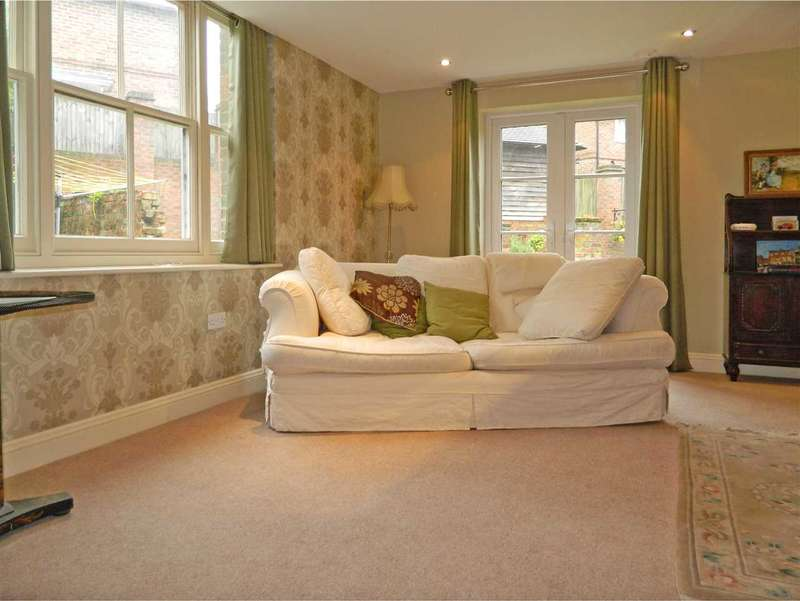 1 Bedroom Semi Detached House for sale in The Garden Cottage, Market Square, Petworth