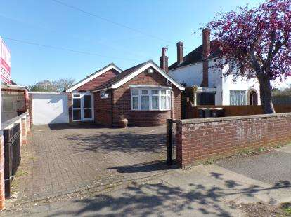 2 Bedrooms Bungalow for sale in Aylesbury Road, Bedford, Bedfordshire