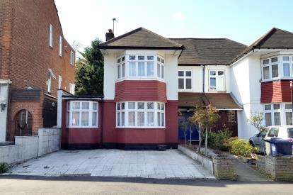4 Bedrooms Semi Detached House for sale in Crown Lane, Southgate, London