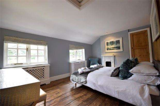 2 Bedrooms Terraced House for sale in Horsefair Street, Charlton Kings, CHELTENHAM, Gloucestershire, GL53