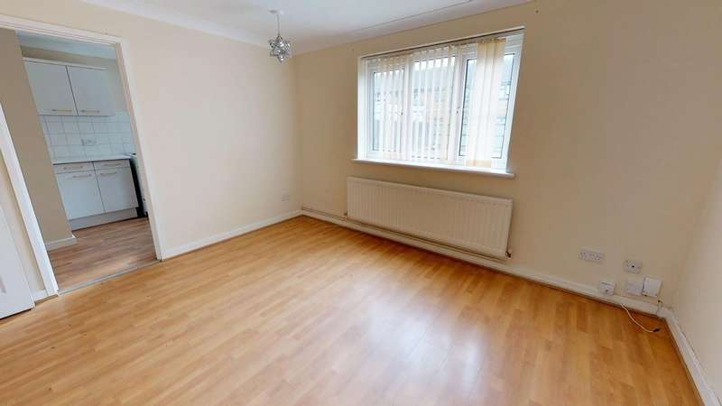 1 Bedroom Flat for sale in Ravenscroft Crescent, London SE9