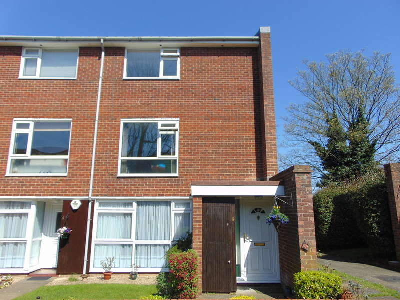 2 Bedrooms Maisonette Flat for sale in Holmbury Grove, Featherbed Lane, Croydon, CR0 9AN